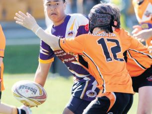 Storm forward Sione Vaenuku brilliantly offl oads during the 10-4 win