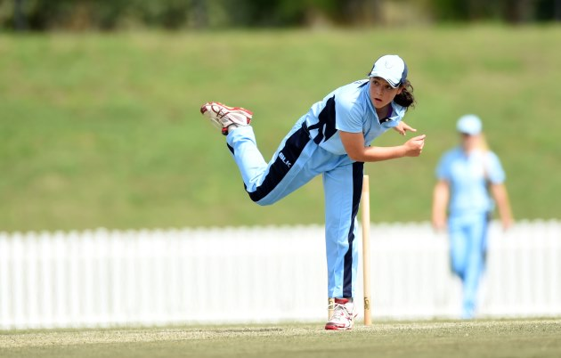 Local Lauren Smith to re-signs with Sydney Sixers