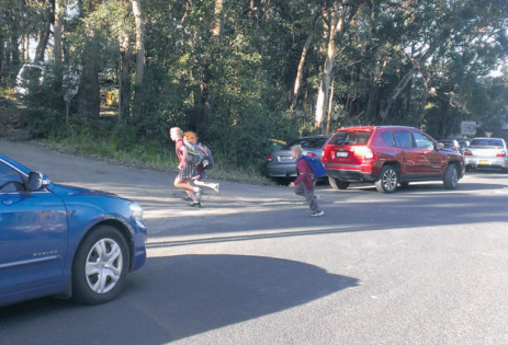 Point Clare Public School parents are campaigning for improved traffi c safety for their children
