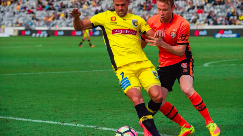 Fabio Ferreira on the attack for the Mariners at Central Coast Stadium