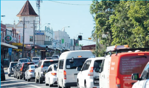 Northbound congestion on the Pacifi c Highway in the Wyong Town Centre