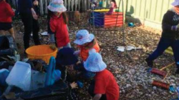 Woy Woy Preschoolers having fun in the therapy garden