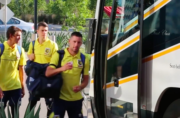 Blake Powell, one of the weekend's 'super subs' boarding the Mariners bus