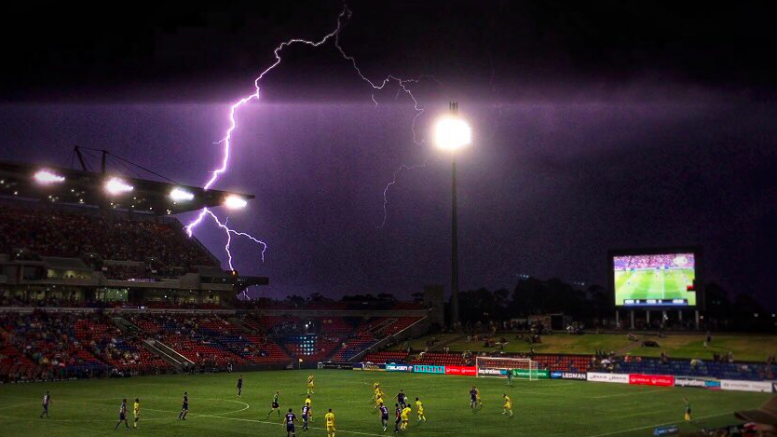 Storms around the staduim almost stopped the game. Image: Twitter account @Maandalata