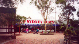The entry to the Old Sydney Town theme park.