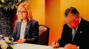 Mayor Jane Smith and Mayor Masami Tada re-signing the sister city agreement in Edogawa