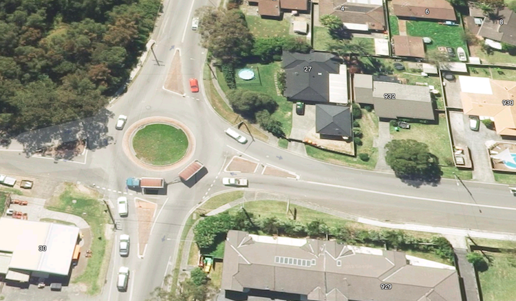 Empire Bay Drive Scenic Rd Intersection. Image: Google Maps 3D