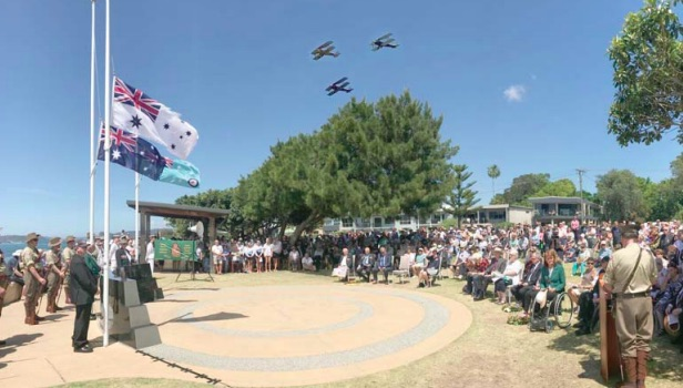 fl y-past of three biplanes was the highlight of a huge Remembrance Day Commemoration at Ettalong Beach